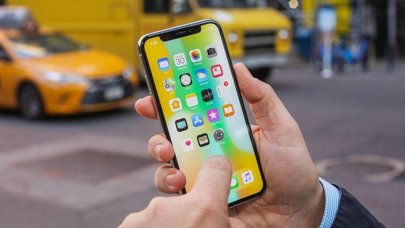 Apple a fost dat in judecata pe motiv ca a mintit in legatura cu dimensiunile ecranului iPhone X
