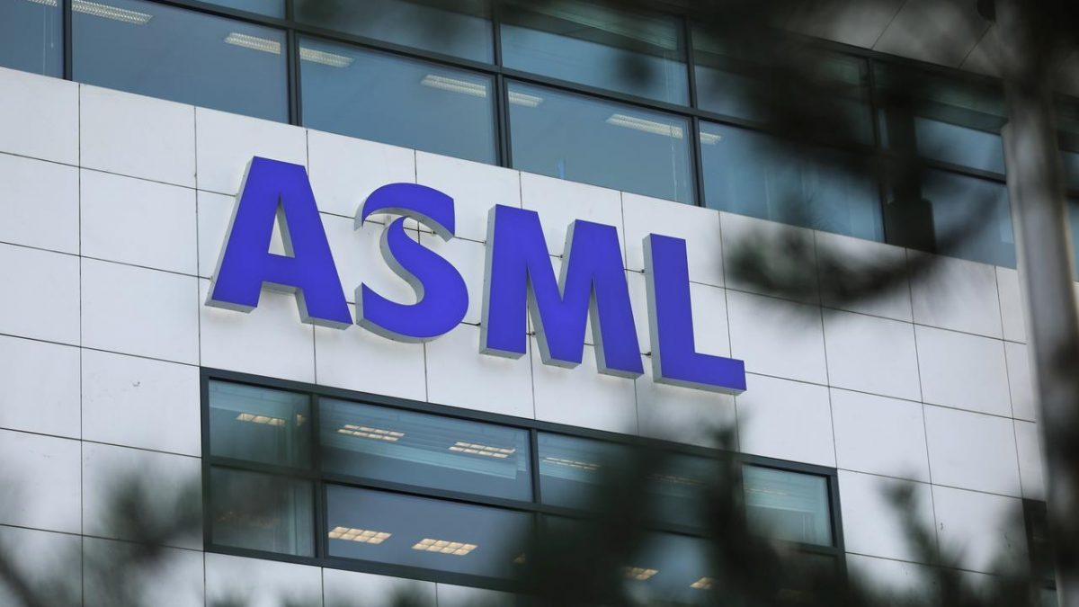 Angajati chinezi au furat secrete corporative de la firma olandeza ASML