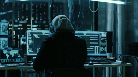 Doi infractori cibernetici romani acuzati ca au furat milioane de dolari