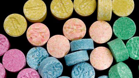 O retea dark web de droguri destructurata din cauza unor timbre postale