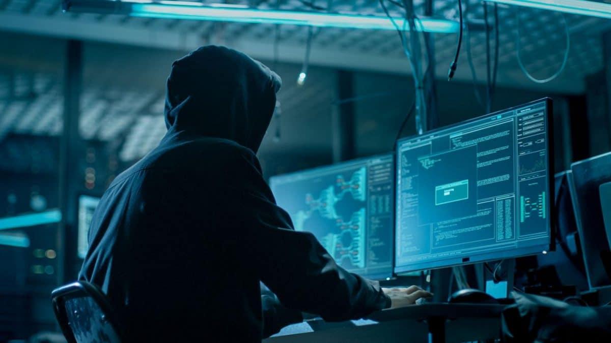 Hacker acuzat ca a penetrat securitatea Capital One si a altor 30 de companii