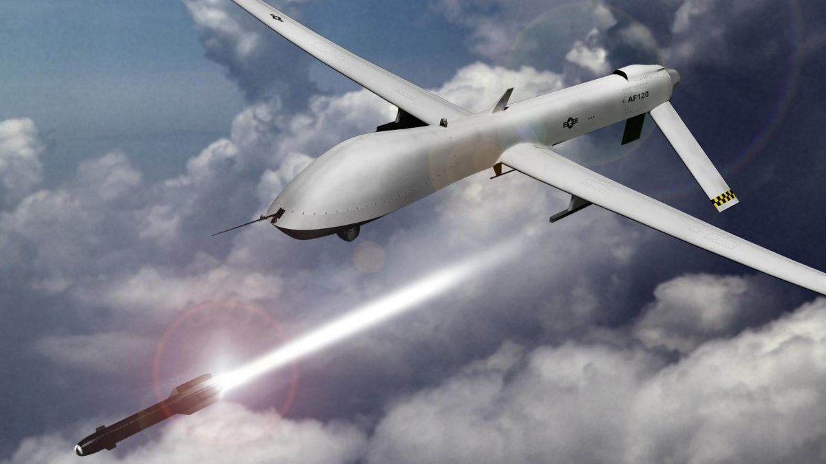 Un atac coordonat cu drone a injumatatit productia de petrol din Arabia Saudita
