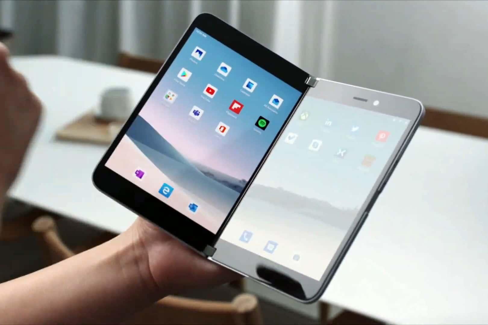 Microsoft anunta noul telefon pliabil Surface Duo