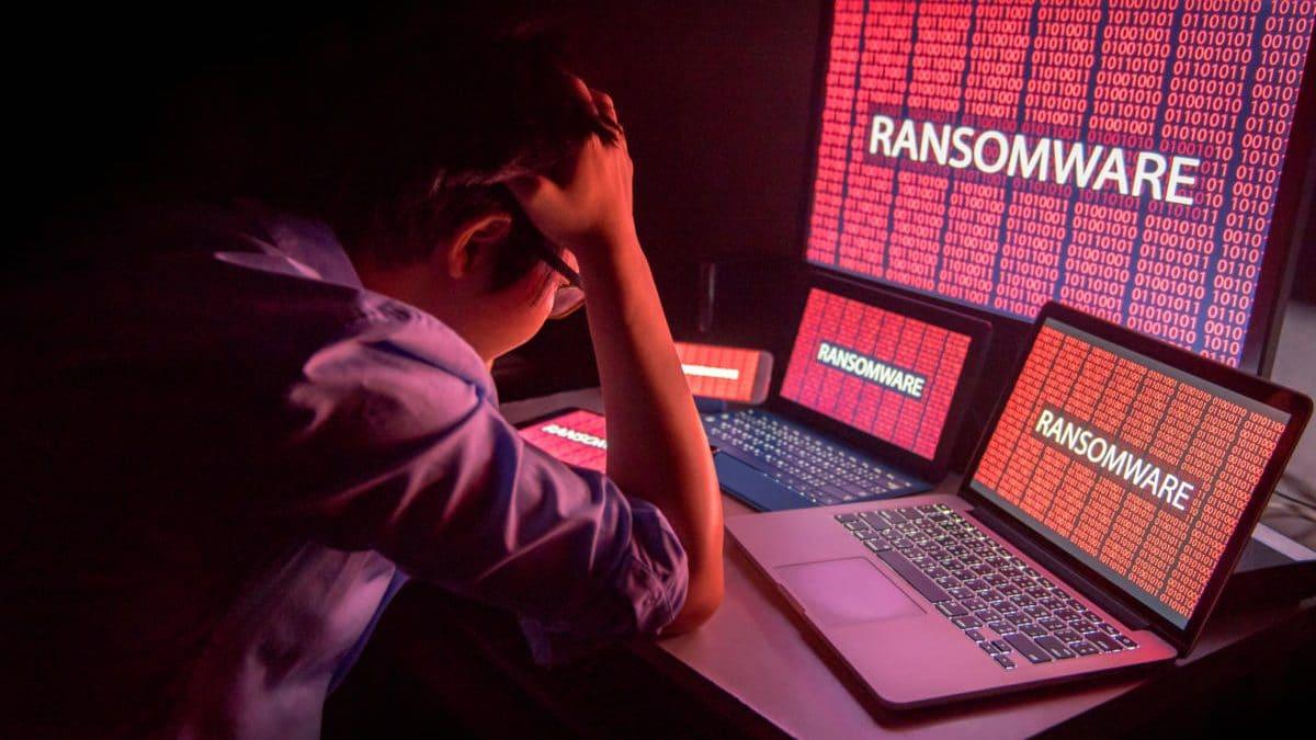 Un aeroport din New York si schimbul valutar Travelex sunt ultimele victime ale atacurilor ransomware cu virusul Sodinokibi