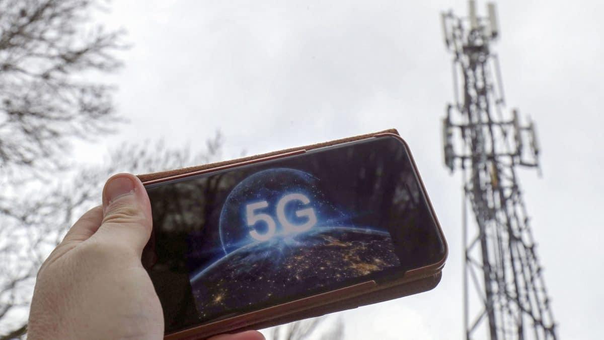 Boris Johnson l-a sfidat pe Donald Trump oferind companiei Huawei acces limitat la retelele 5G din Marea Britanie